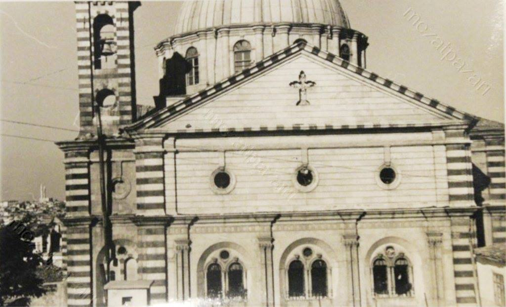 Kilise 1873 – 1893 yılları arasında Osmanlı saray mimarı Sarkis Balyan tasarımına göre ve taş ustası Sarkis Kadehciyan tarafından inşa edilmiştir. Meryem Ana Kilisesi olarak bu yapı 1100 metre kare alan üzerinde kurulu olup yerden yüksekliği 30 metredir.