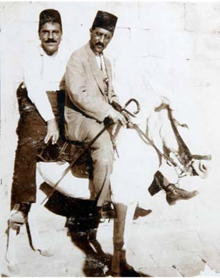 Dr. Mecit Barlas hastasına giderken, 1924
